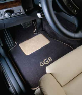 Custom-fit GG Bailey mats with monogram and heelpad