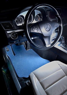 Mercedes_E-class-Portofino-color-Driver_C